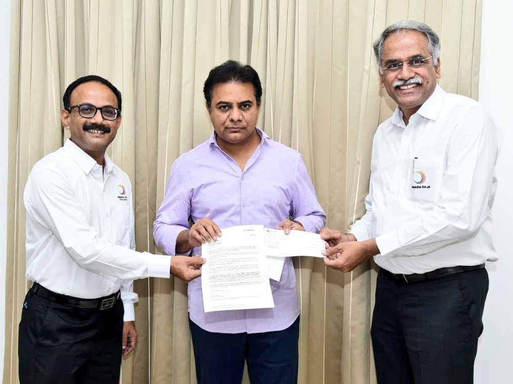 Senior executives of #AmaraRaja Group called on Minister Sri @KTRTRS garu today and handed over a cheque of ₹1 Cr towards CM Relief Fund along with a letter of commitment, addressed to the Hon CM Sri #KCR garu, to fight, control and prevent the spread of the #Covid_19 menace.