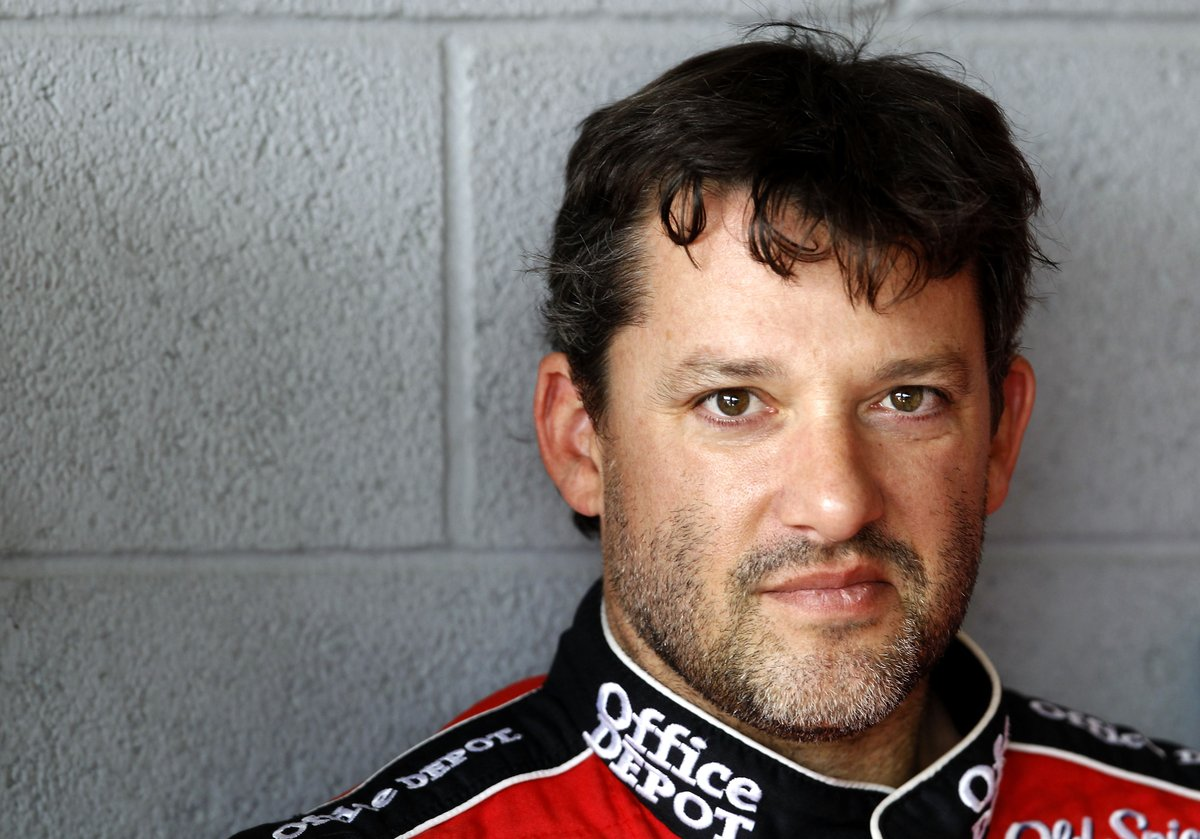 Do you know where @TonyStewart made his 400th #NASCAR Cup Series start? Head to our Instagram Stories now to test your racing knowledge in our #SHRacing trivia challenge. 😎