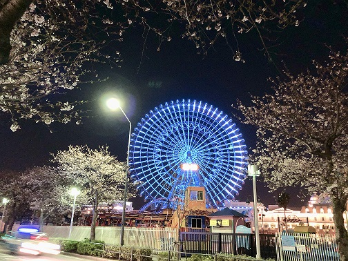 test ツイッターメディア - 【4月2日は自閉症啓発デーです!】 横浜市では今日から8日(水)まで、日産スタジアムと大観覧車コスモクロックを青い光でライトアップします。各国の日没とともに、世界中が青い光で繋がります。 https://t.co/TCosTvNhuV #横浜 #世界自閉症啓発デー https://t.co/dvqDRJDyfx