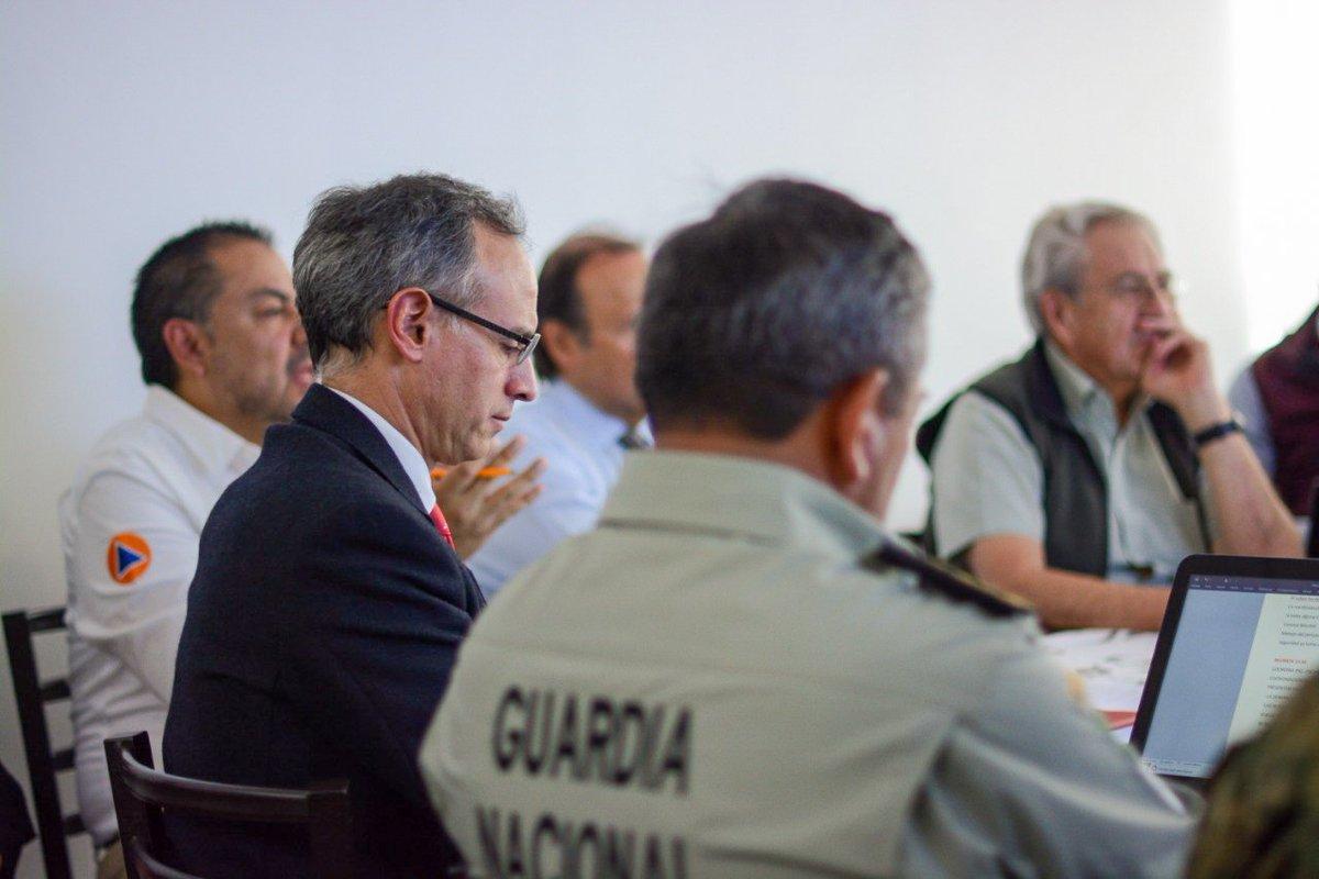 Con el secretario de Salud, Jorge Alcocer Varela, evaluamos avances en el abastecimiento de equipo médico y el plan de reconversión de hospitales.