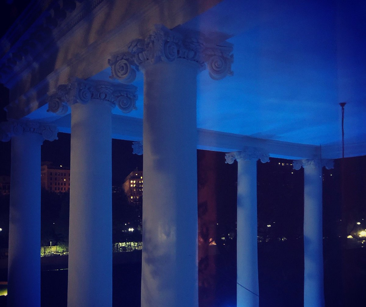 This evening @WhiteHouse is lit blue in honor of #WorldAutismAwarenessDay