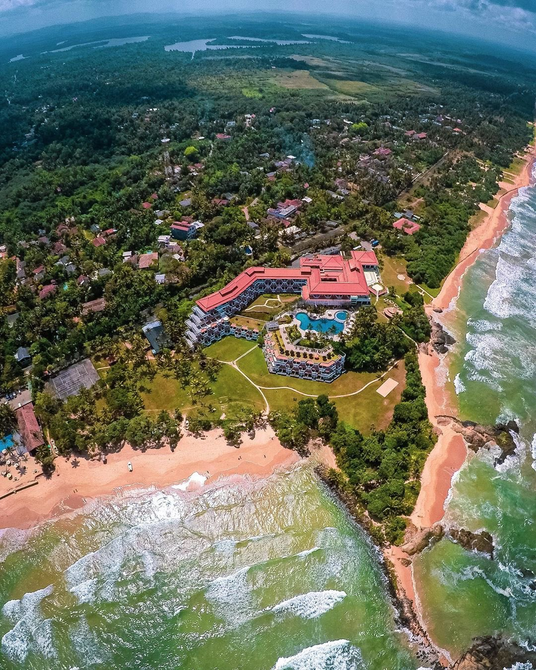 🇱🇰#Beauty_of_Srilanka🇱🇰  #TravelSrilanka  #Bentota_Beach  One of my favorite places in Sri Lanka is the beautiful resort town of Bentota. With a backwater river on one side & the lagoon on the other, this town is full of picturesque views  #Bentota | #Galle | #Srilanka  📸 Rahul https://t.co/FFfs1q82q5