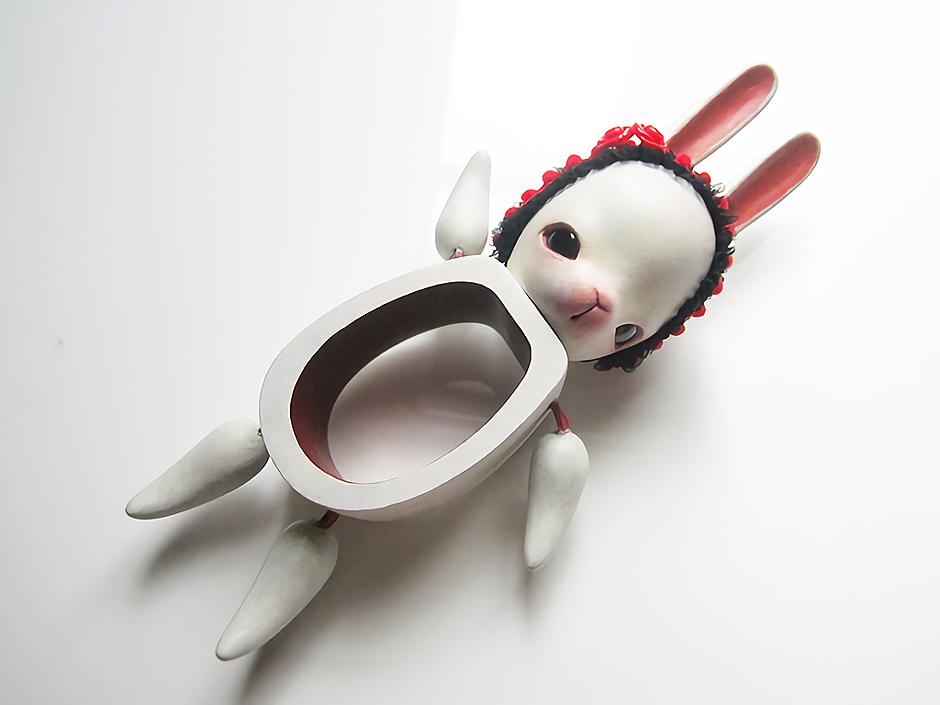test ツイッターメディア - 『ウサギのワッカ(赤い花)』  人形作家ヒラノネムさんの作品。 不思議なカタチのウサギちゃん。  こちらは平安工房/古書わらべオンラインショップで取り扱い中。  詳細→https://t.co/fOrbbu2Eqq  #BASEec https://t.co/IW8sX1t9KW