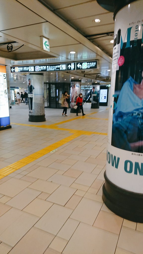 test ツイッターメディア - 表参道駅の改札内。半蔵門線、銀座線、千代田線を利用する客、降りる客、乗り換える客でいつもごった返してて歩くのも鬱陶しいくらいの場所だけどご覧の有り様。 https://t.co/9W7Hh4oCYk