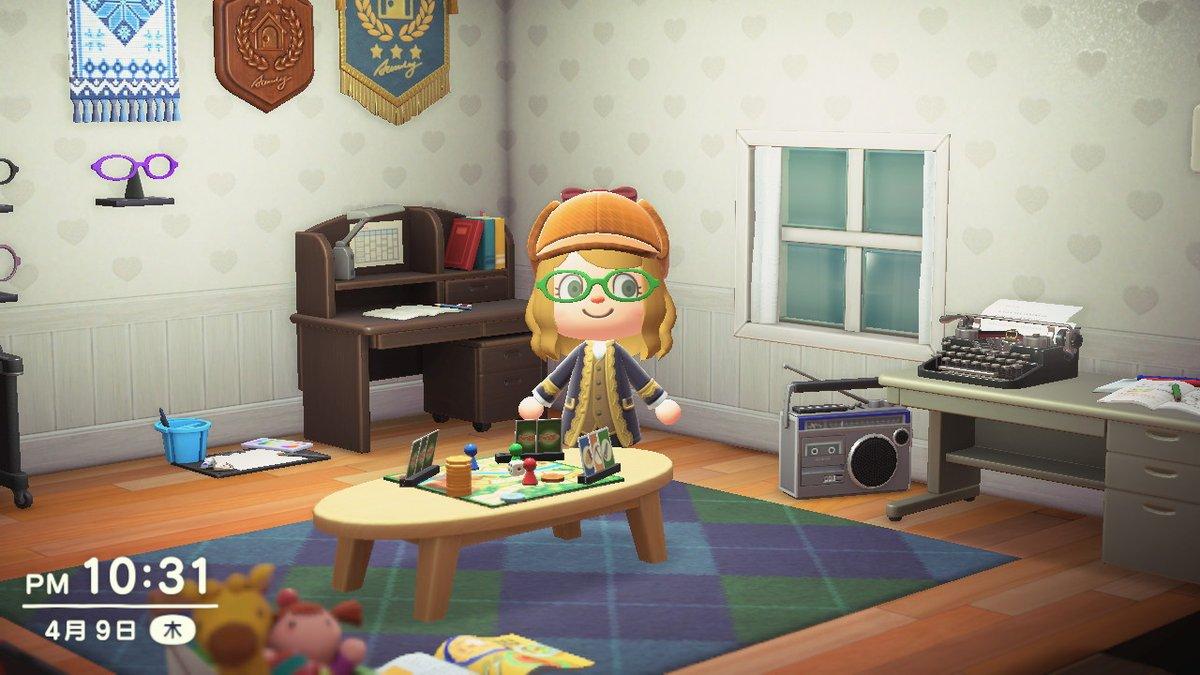 test ツイッターメディア - 貴族コートと探偵帽子貰ったので子供部屋で記念撮影。このボドゲはなんだろね。  #どうぶつの森 #AnimalCrossing #ACNH #NintendoSwitch https://t.co/flpDrLSdrI