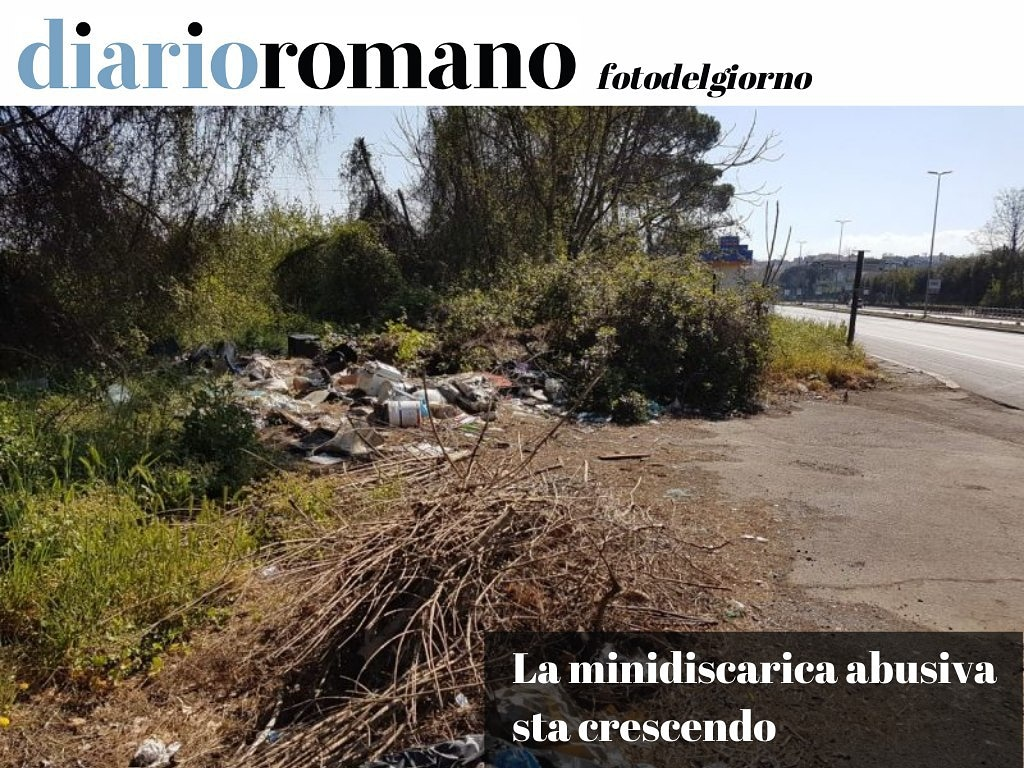 test Twitter Media - Lo spiazzo che costeggia via del Foro Italico, altezza Campi Sportivi, è sempre più carico di rifiuti lasciati nottetempo. Urgono telecamere e controlli. #Roma #Photo #lettori @Roma @RiprendRoma https://t.co/hXdfmwZNal