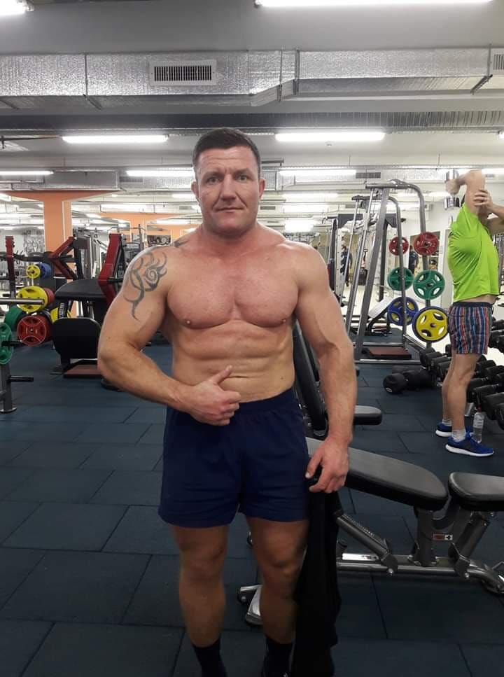 Este hetero de 41 años de Rusia esta hermoso #HeteroEnganado #hetero #heterocachondo #heterodesnudo #pack #packs #packshot  hagan retweetar #retweetar