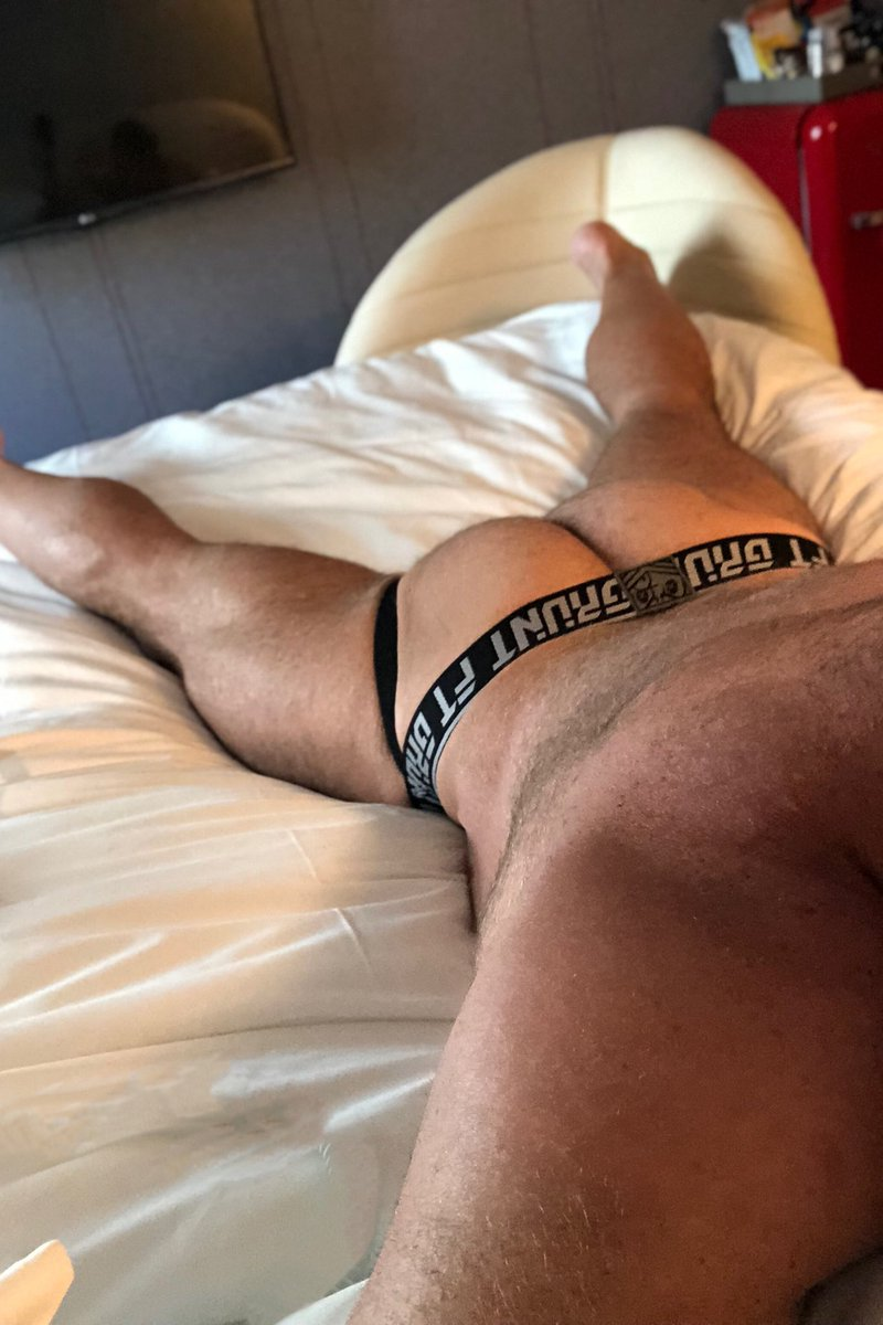 How do you like breakfast?   Sunny side up?  Or over easy?  #muscledaddy #furrychest  #beefybutt #forttroff #jockstrap #progresspic
