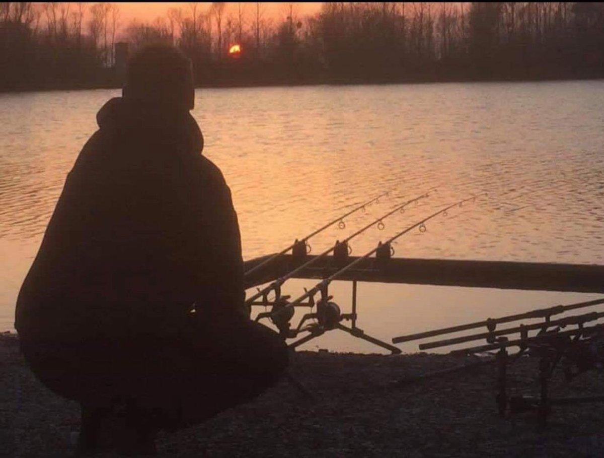 My happy place   #CarpFishing #CarpFishingUK #Fishing #FishingLife https://t.co/y5bCteu6pA