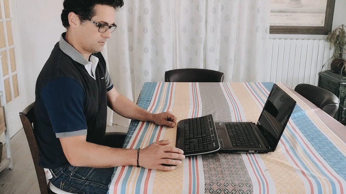 💻 Vous êtes en télétravail et vous ressentez des tensions musculaires et dorsales ?  👉 Découvrez les conseils de Damien Gouveia, Coach Athlé Santé à l'EC Orléans Cercle Jules Ferry, pour une bonne ergonomie face à votre ordinateur !
