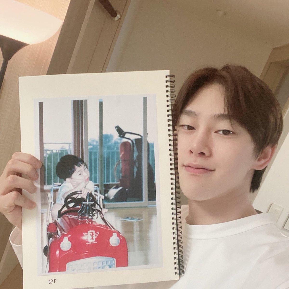 [📸] 200504 어린이 날 특집 #VLIVE 추억의 패션쇼 🐰🧥👖✨ behind photo_3살 #비니 룩  #VIINI #권현빈 #KwonHyunBin  #YGX #YG