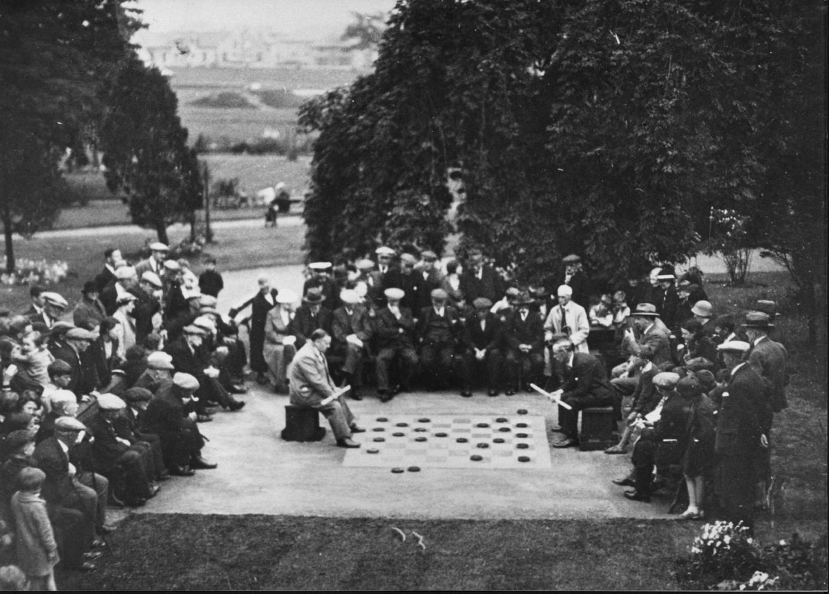 Battle of the wits at Woodhead Park in 1936. Does anyone know who won ? The Provost or the Bailie... Thank you to Janice Millar, archivist, for sharing this image with us. © East Dunbartonshire Leisure and Culture #Flashbackfriday #Parks4Life #FBF #Dailydoseofgreenspace