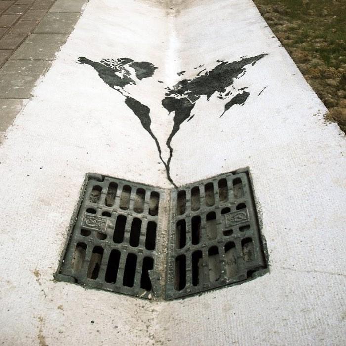 Don't let the world go down the drain by @Pejac_art --- #GlobalStreetArt #StreetArt #PaintedCities https://t.co/krMulpn54G