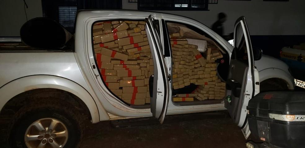 Dois são presos na fronteira com o Paraguai após polícia localizar 2,2 toneladas de droga #G1