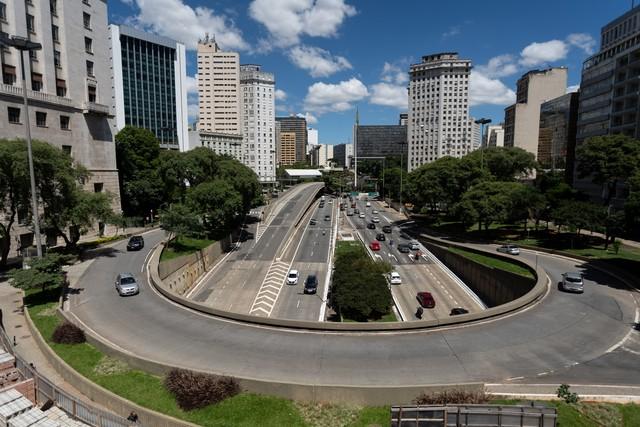 Feriado antecipado: veja o que abre e fecha nesta segunda-feira em São Paulo  #G1