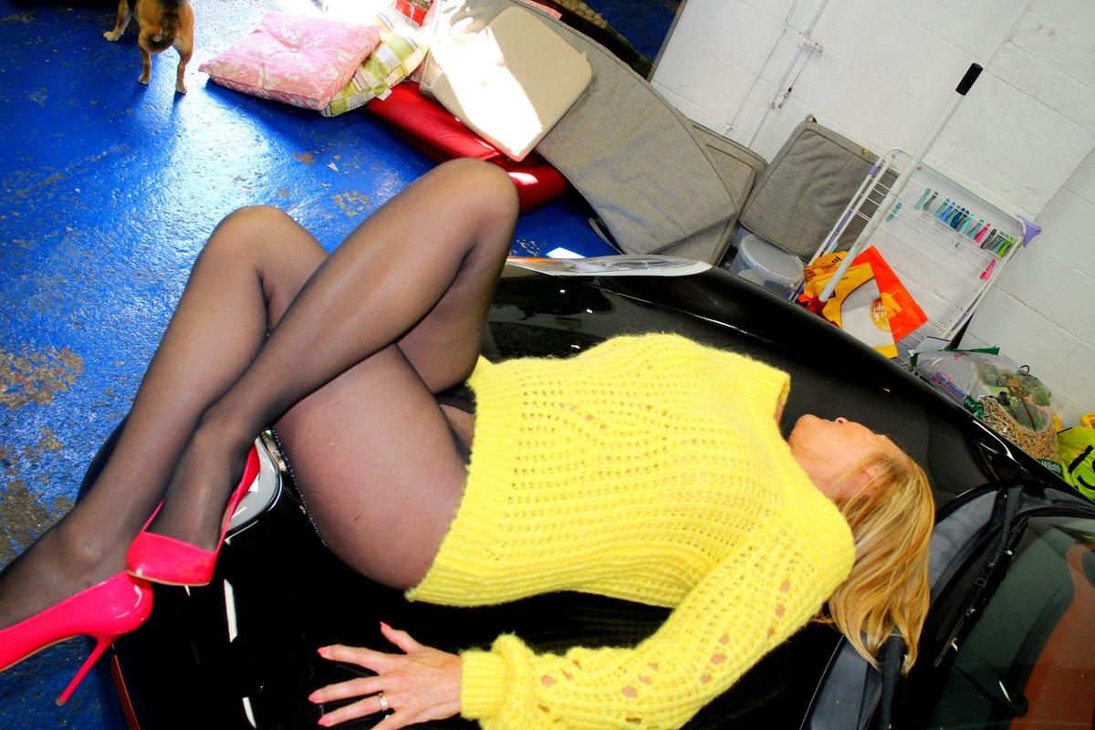 Slippy bonnet nearly went flying lol...xx #onlyfans #pantyhose  #legslovers
