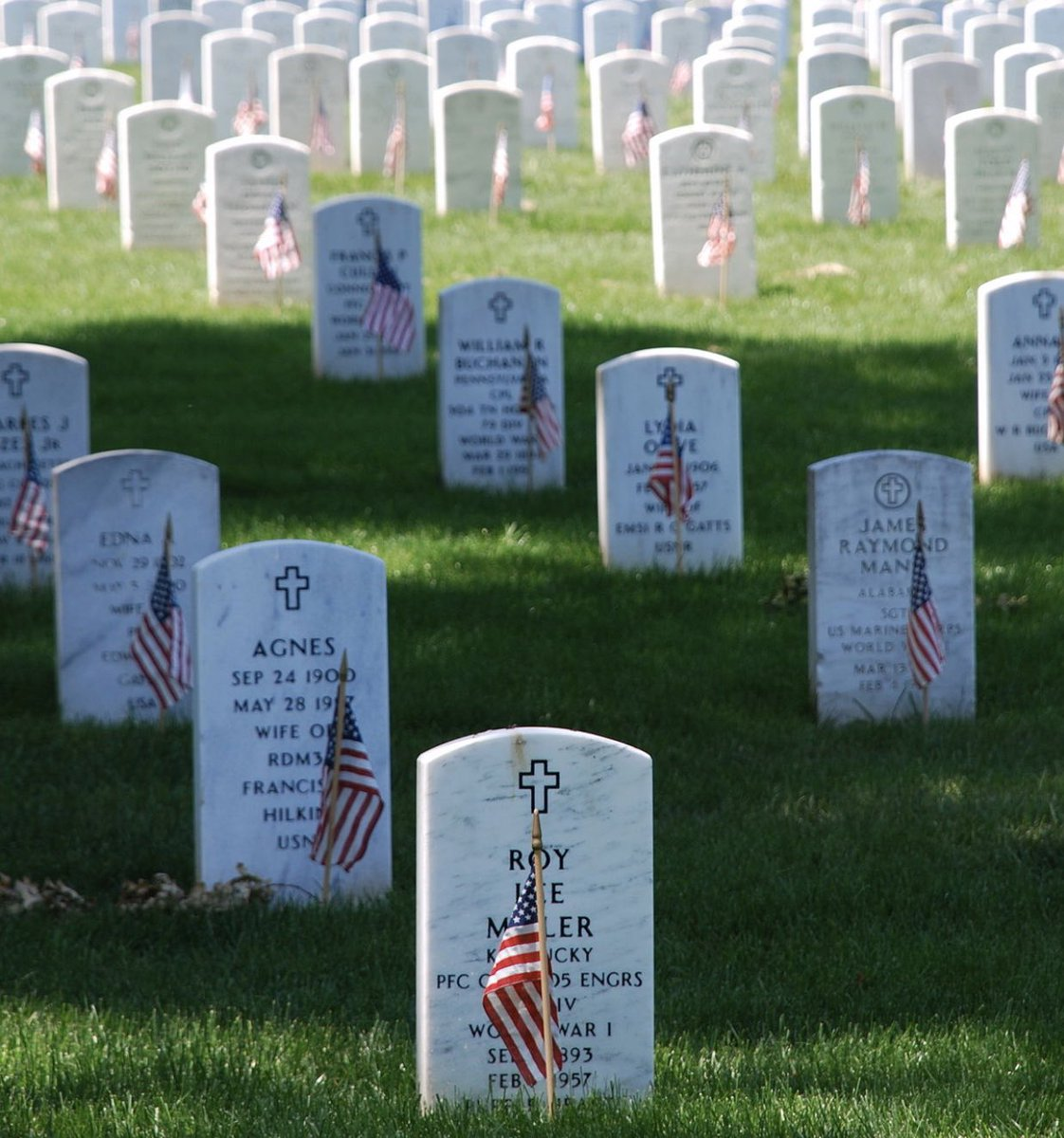 Today we honor those who gave their lives in service to our country, and the families who grieve them.   #MemorialDay