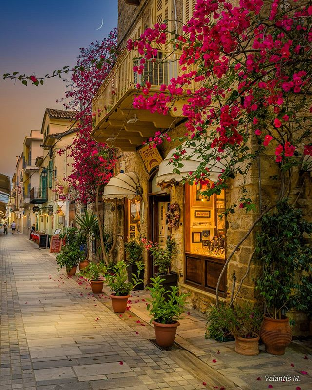 Beautiful pictures from Greece...!!💝🎧    ....Good evening my friends...!!😊💫 <🌹 '¨)  .¸.•*' ¨ (. ¸.•' (¸.•'🌹 ...Καλή αυριανή σε όλους...!!💝🌠 ...📍Náfplio, Greece...❤️🇬🇷