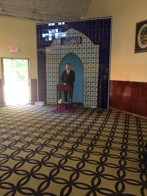 USA Shea attends Jum'ah Prayer Service at Masjid Muhammad, committing to continued partnership and emphasizing that, despite the pandemic, @USAO_DC continues efforts to combat violent crime in DC. He is pictured here delivering remarks (during which his safety mask was removed).