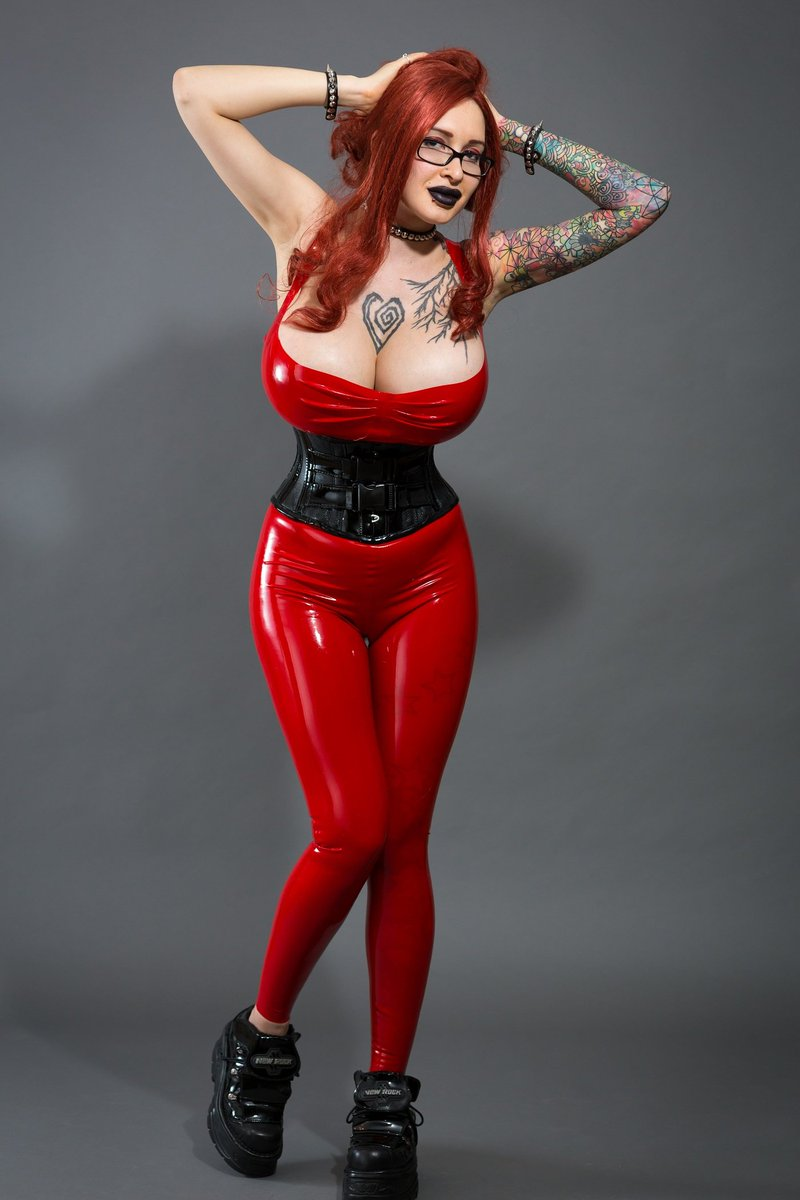 Boobs of the Day: @ArianeStAmour Latex Goodness... And with those knockers... I might feint.
