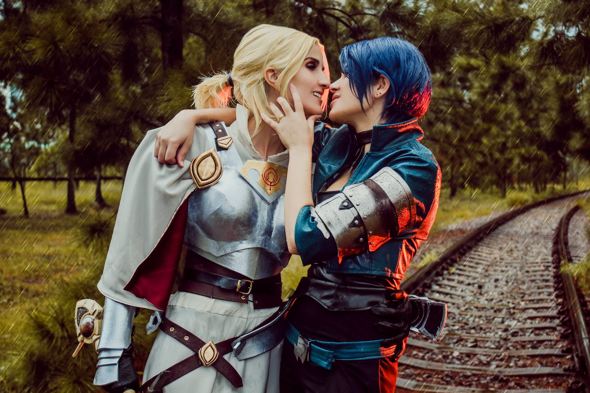 More dramatic photos at the rain :v  And new video up on our youtube channel! Making of from this photo shoot :D ✨  Shamir and edit by me Catherine by @RachAsakawa 💜 Photo by @Mayu_CosArt  #cathmir #FE3H #cosplay