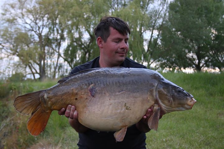 Very well deserved, and a new PB for Joe at 38-4.... #carpfishing #holidays #Suffolk https://t.co/al