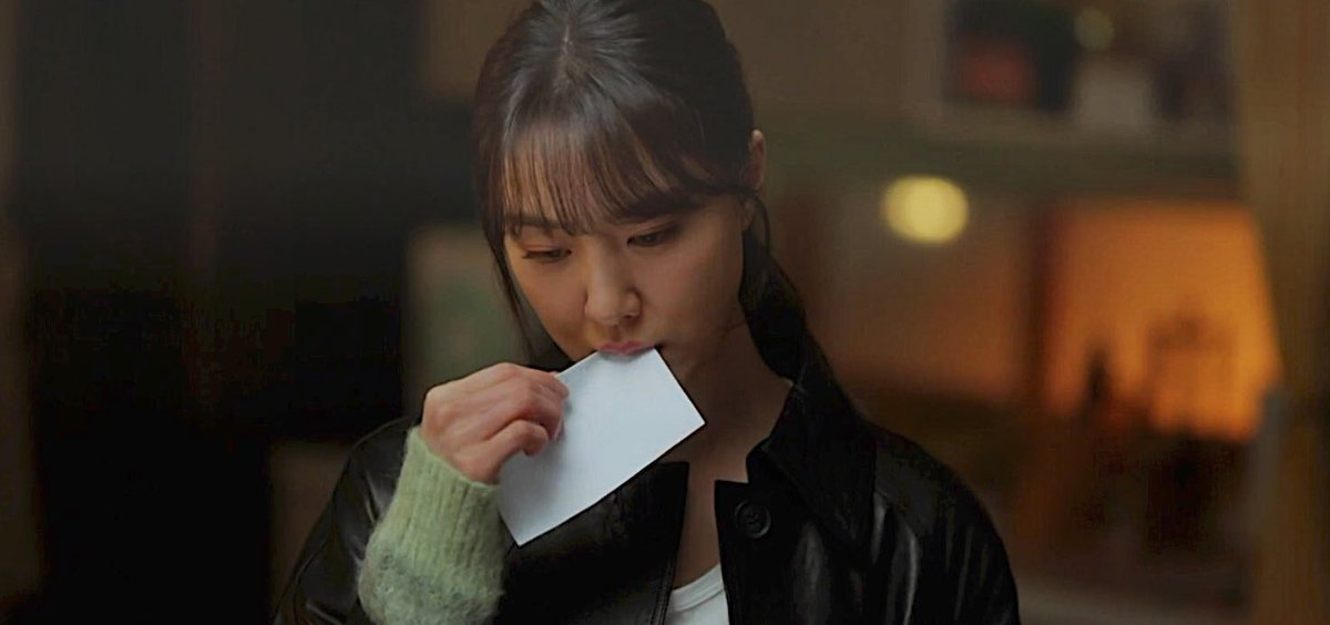 the way Dohee rip the letter reminds me of this Seungjun....  #DinnerMate #CrashLandingOnYou