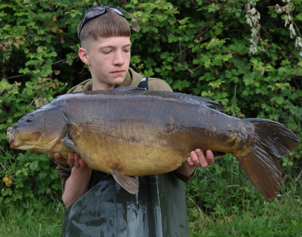 Charlie Court with another, this one 28lb #carpfishing #<b>Bigcarp</b> #stgeorgeslake https://t.co/5