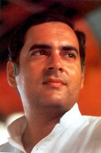 एक सच्चे देशभक्त,उदार और परोपकारी पिता के पुत्र होने पर मुझे गर्व है।प्रधानमंत्री के रूप में राजीव जी ने देश को प्रगति के पथ पर अग्रसर किया।अपनी दूरंदेशी से देश के सशक्तीकरण के लिए उन्होंने ज़रूरी कदम उठाए।आज उनकी पुण्यतिथि पर मैं स्नेह और कृतज्ञता से उन्हें सादर नमन करता हूँ।
