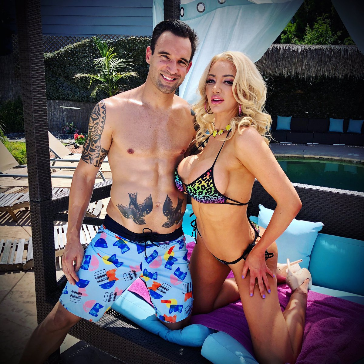 Throwback to a year or so ago and a fun pool scene with @Nicolette_Shea directed by the one and only @toniribas 🙌🏻😎💦🔥