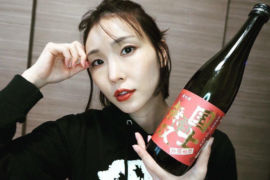 test ツイッターメディア - 北海道 高砂酒造さんの【国士無双 純米酒】で #おうち日本酒グラビア ポージングやメイクでちょっと無双感を意識してみた 笑  #本日の児玉酒 #今日も生きた  👉https://t.co/U7FhK50sP8 https://t.co/SgXnOfwCKX