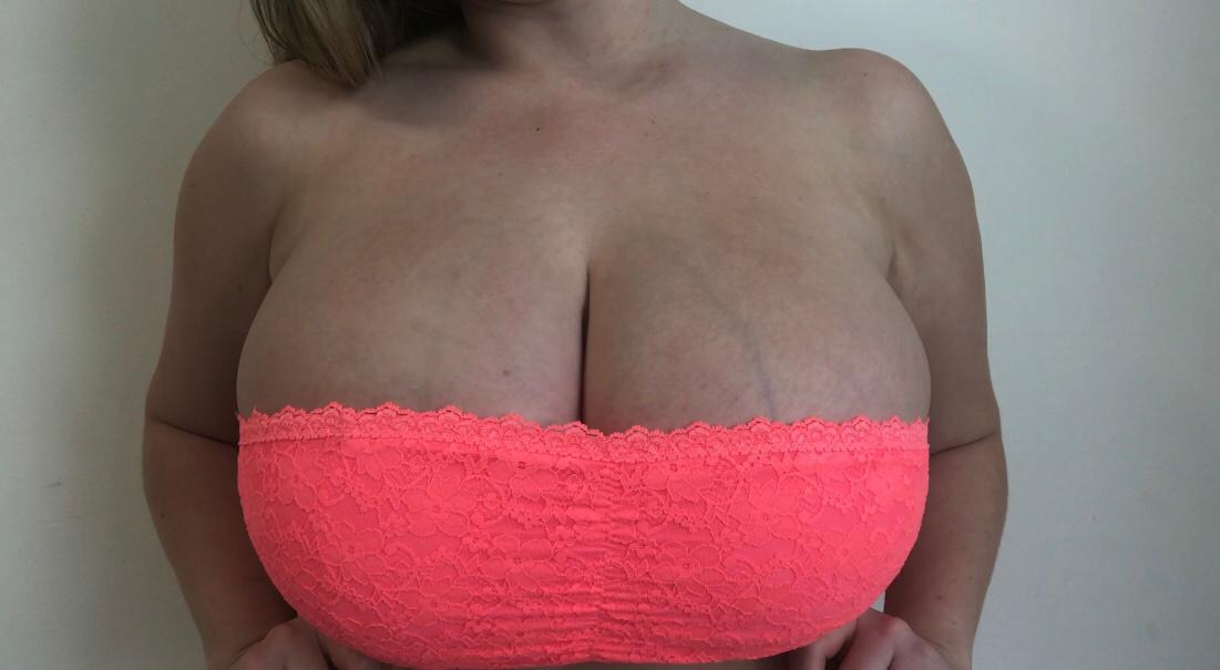 Suns out - Buns out!🕶️🍒🍆 💦 RT if you would cum on these bad boys. Subscribe  to see me take them out (and more😋) #bigtits #bigtitbabe #tits #boobs #breasts #cum #cumonmypics #model #suck #onlyfans #cleavage #nude #porn @phatjuggs @boobsfansite @OnlyFans