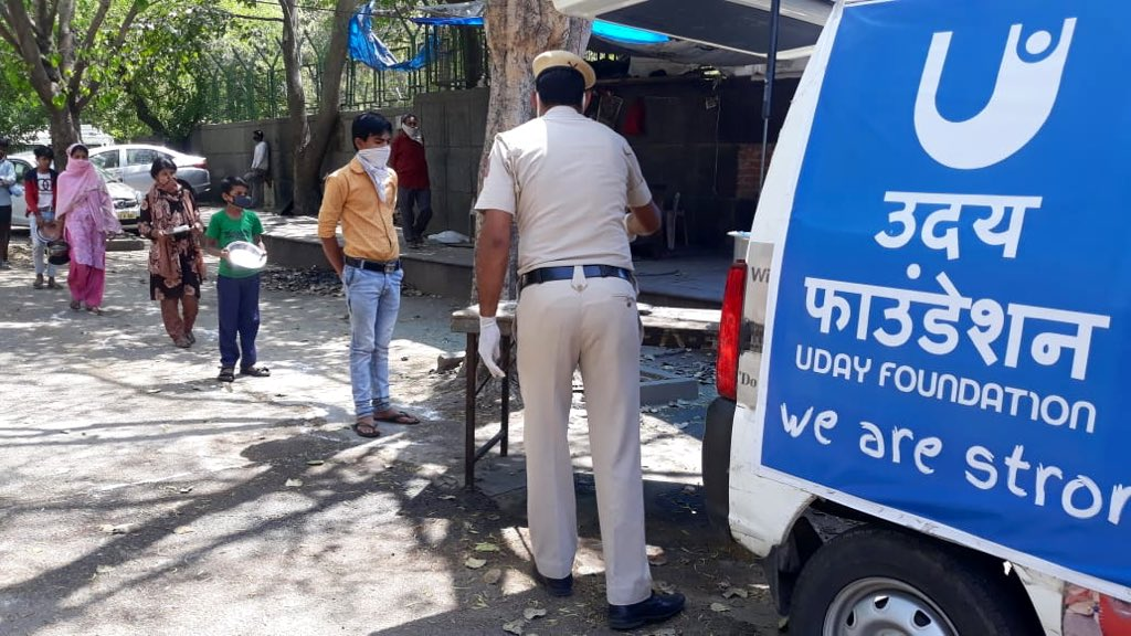 Good Samaritans Deserve our gratitude and appreciation #dilseshukriya to all the faceless #CoronaWarriors  For the selfless services during these difficult times as #IndiaFightsCorona #DelhiPoliceFightsCorona  @DCPSouthDelhi @DelhiPolice