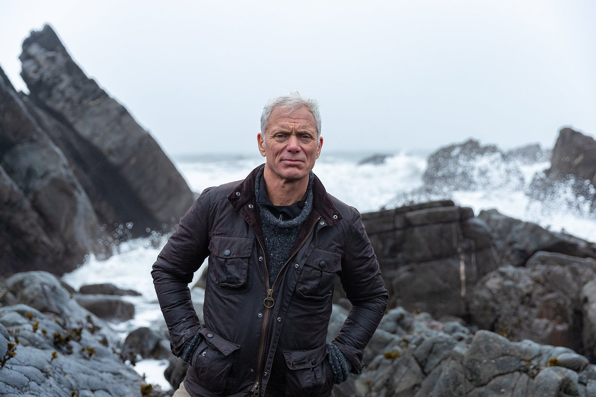 Cue countdown - #MysteriesoftheDeep with #JeremyWade starts in 10 minutes! Don't miss the UK #premiere on @DiscoveryUK ! Get snacks, get comfy, TUNE IN 👀    #newseries #MOTD #NotFootball https://t.co/vZCkwqIGp4