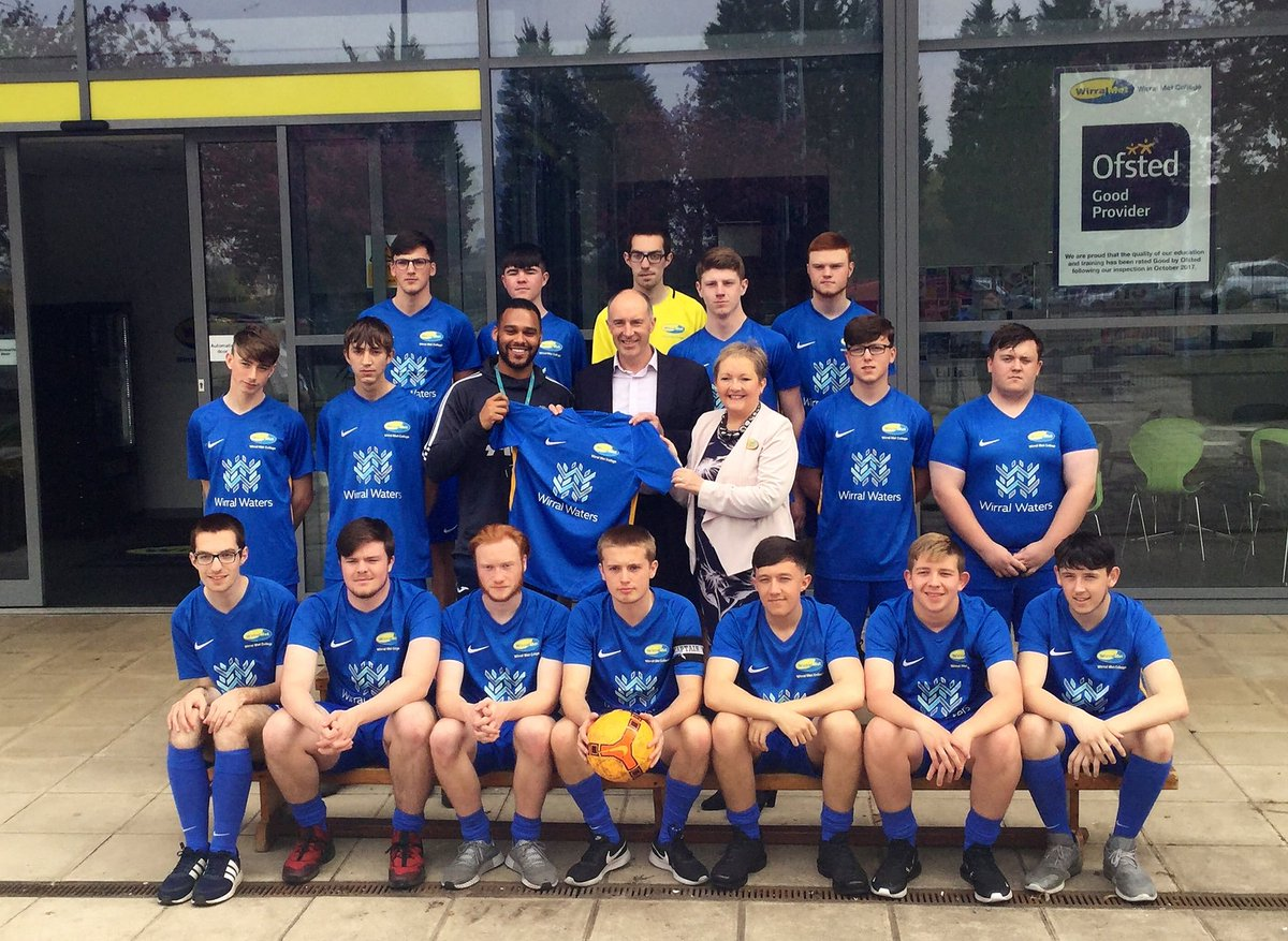 This #flashbackfriday we're looking back at the sponsorship of @WirralMet's football team by #WirralWaters and @PeelLandP. The team is made up of Wirral Met students from a range of different courses including BTEC Sport and Exercise Science and BTEC Public Services Diploma.
