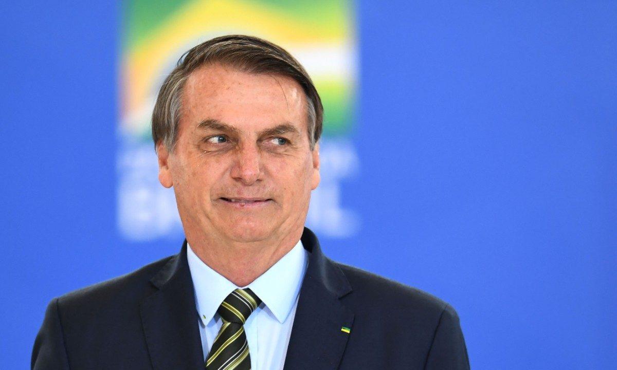 """""""Eu quero TODO MUNDO armado""""  """"E que cada um faça, exerça o seu papel! Se exponha!""""  Jair Bolsonaro."""