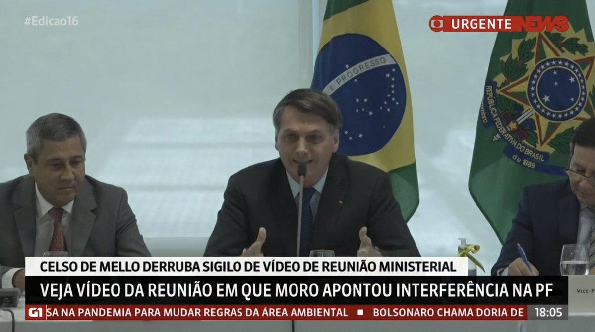 """""""Se a esquerda ganhar em 2022, vocês têm que sair do Brasil, porque vão ser presos"""".  Jair Bolsonaro disse isso.  Fica a pergunta: em todos os anos do PT, quando isso aconteceu?  Ele só sabe operar na base do caos, do medo, do pânico. Ele não sabe falar outra coisa."""