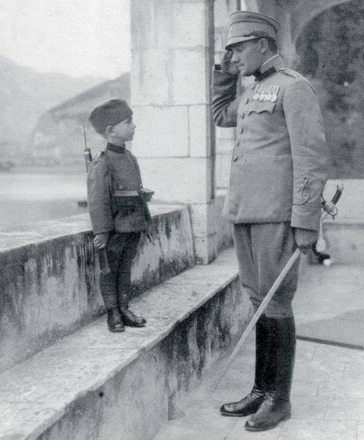 Momčilo Gavrić and Prince Aleksandar during WW I, 1914. He was the youngest known soldier in the First World War at age of seven, and promoted to the rank of corporal at the age of eight. https://t.co/gpBU6KedQ1