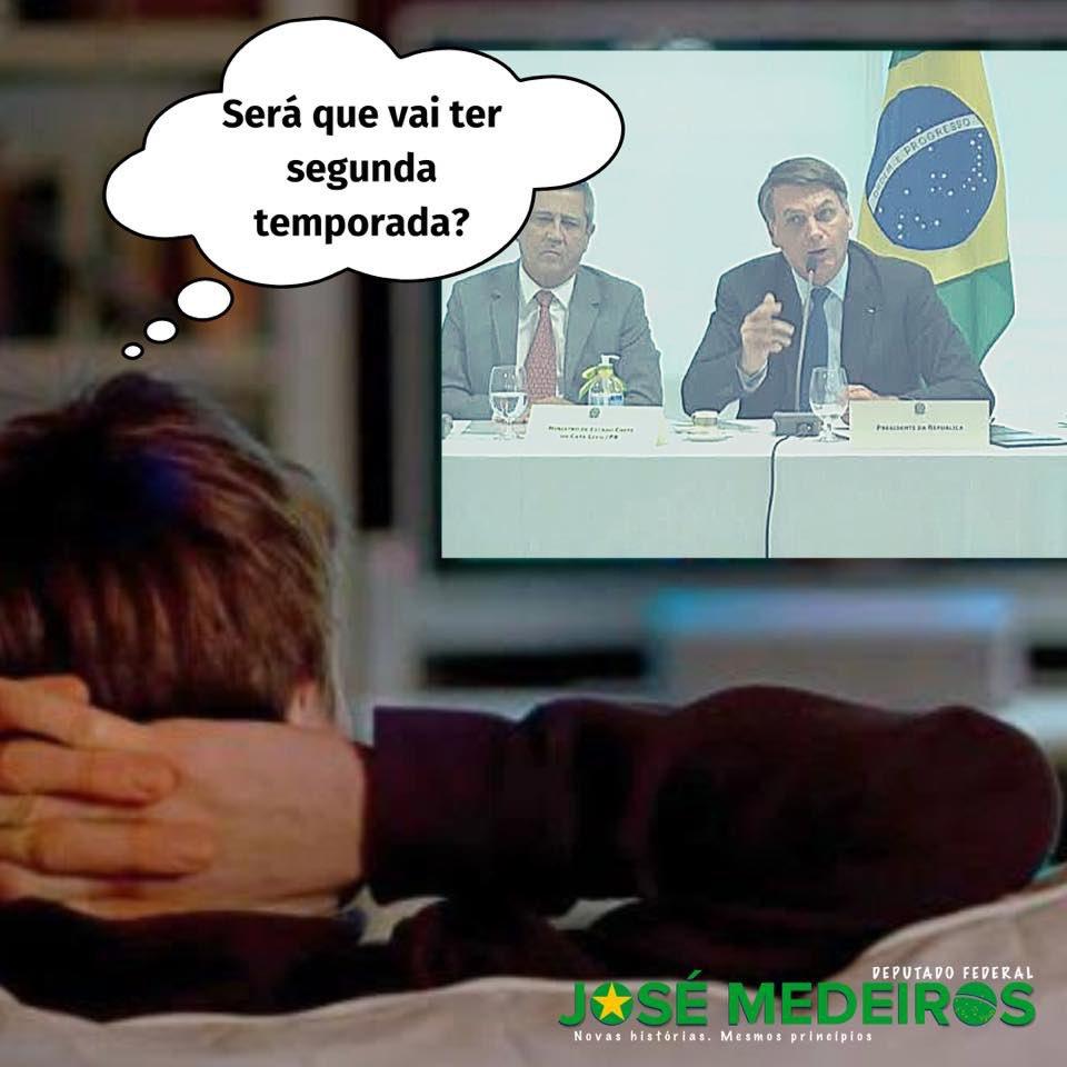"""Não teve nem pra La Casa de Papel... O Brasil todo """"maratononou"""" @jairbolsonaro. Sorte da GloboNews, que enfim ganhou uma da Netflix 🤪 #FechadoComBolsonaro"""
