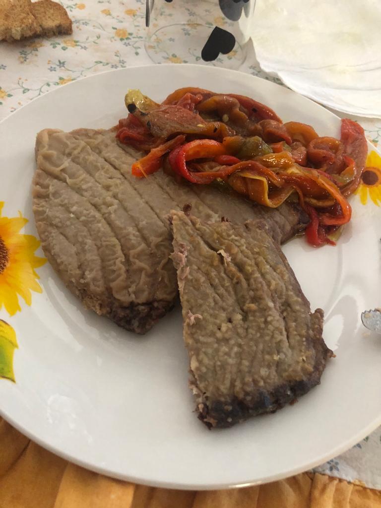 Buon pranzo  Oggi tonno e peperoni arrostiti sulla brace 🍻