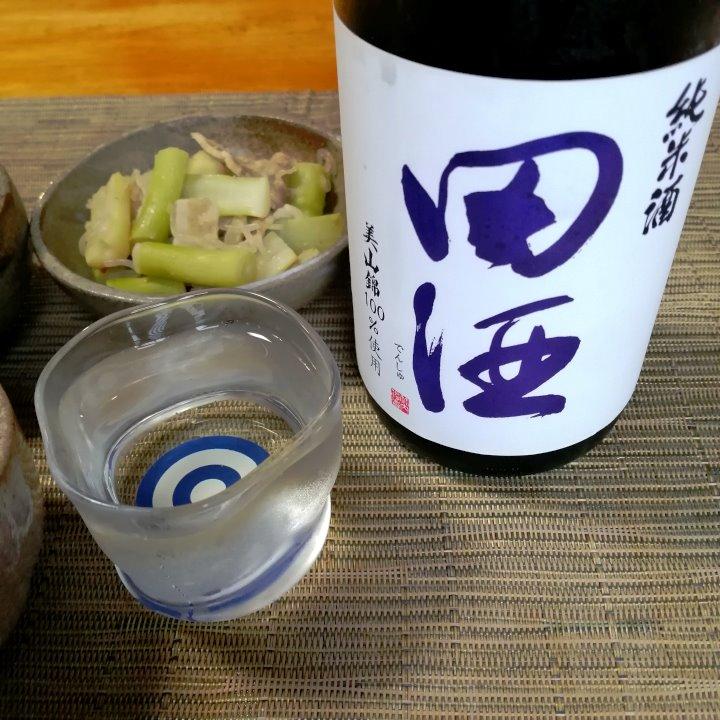 test ツイッターメディア - キリッと冷やした「田酒 純米酒67 美山錦」を今夜で飲み切ります。ここ数日、楽しませていただきました。 来月の精米度68%の田酒発売が楽しみです。   酒菜:フキの炒め煮、ワラビのナムル、根曲がり竹と豚肉・糸コンの炒め煮   田酒 純米酒67 美山錦 醸造元:株式会社 西田酒造店(青森県青森市) https://t.co/ERAwc1SSiK