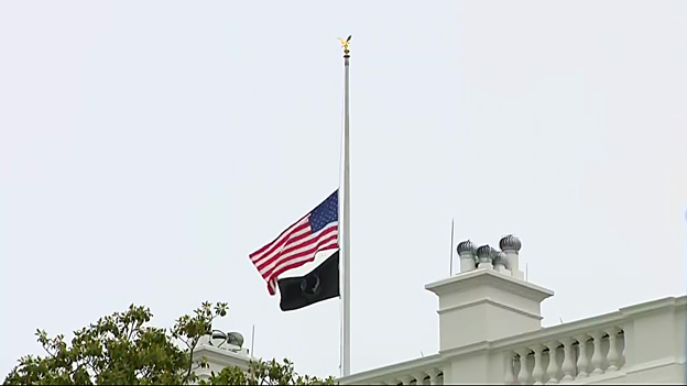Flags atop WH continue at half-staff this weekend to honor Coronavirus victims.