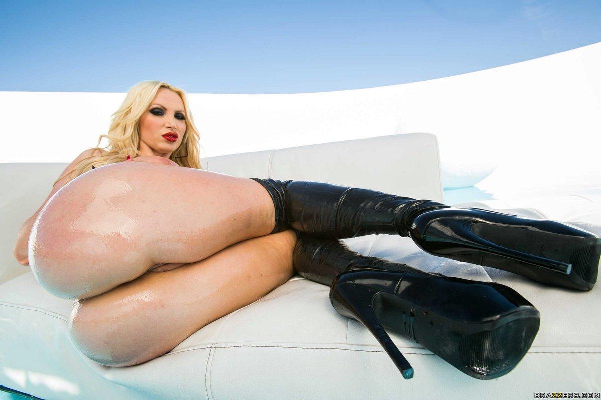 busty blonde & #oily girl @Nikkibenz no.3