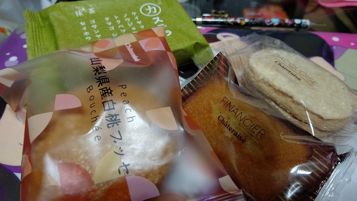 test ツイッターメディア - シャトレーゼの期間限定新商品 さくらんぼ餅食べた! もちっと甘酸っぱい(*´˘`) 白桃ブッセはこれも新商品ですね。 桃大好き。フィナンシェは絶対はずせないw https://t.co/vNlH88wG8C