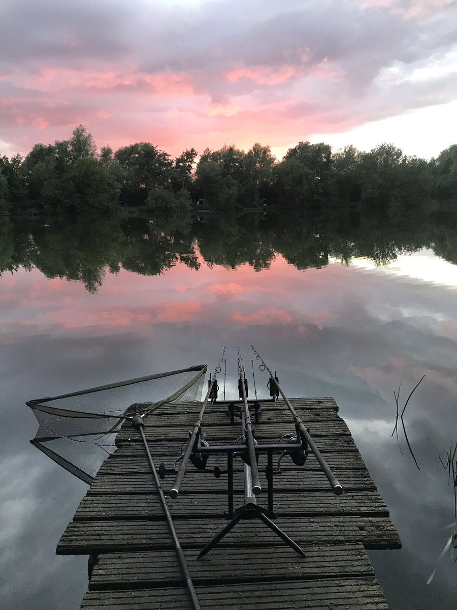 Sunset at #StanwickLake #Mallard #CarpFishing ud83cudfa3 ud83dudc1f https://t.co/RC33wKuaTp