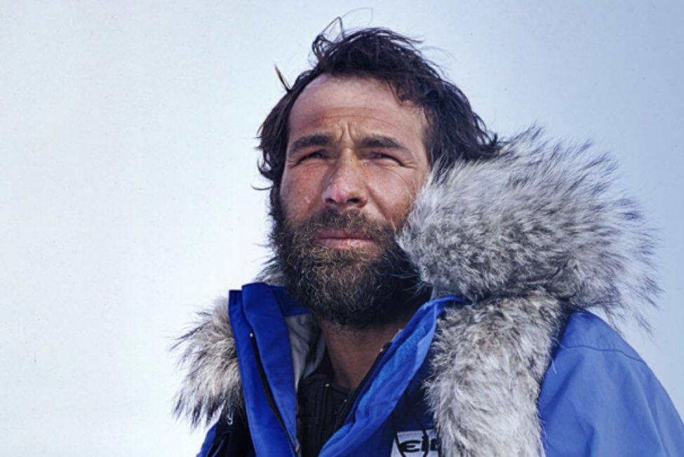 J'ai rencontré un homme qui a entre autres:   -fait le tour du monde seul -traversé l'Antarctique -descendu le plus grand fleuve du monde -relié les pôles Sud et Nord  voici Mike Horn ⬇️⬇️⬇️  🌍🔥🌴❄️🌱🌊🌏