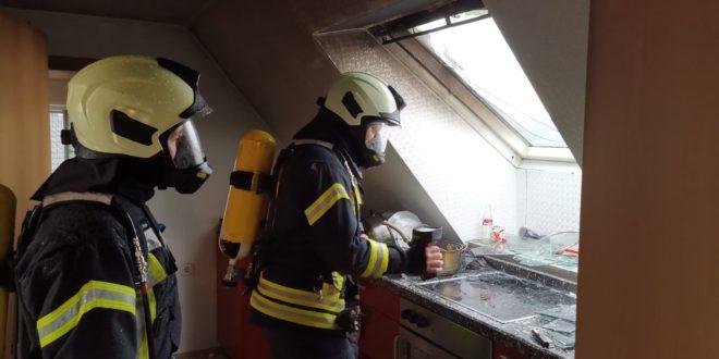 test Twitter Media - Feuerwehr verhindert in Kölner Straße schlimmeres https://t.co/fozF5V8xVn https://t.co/K3oTdm1UNH