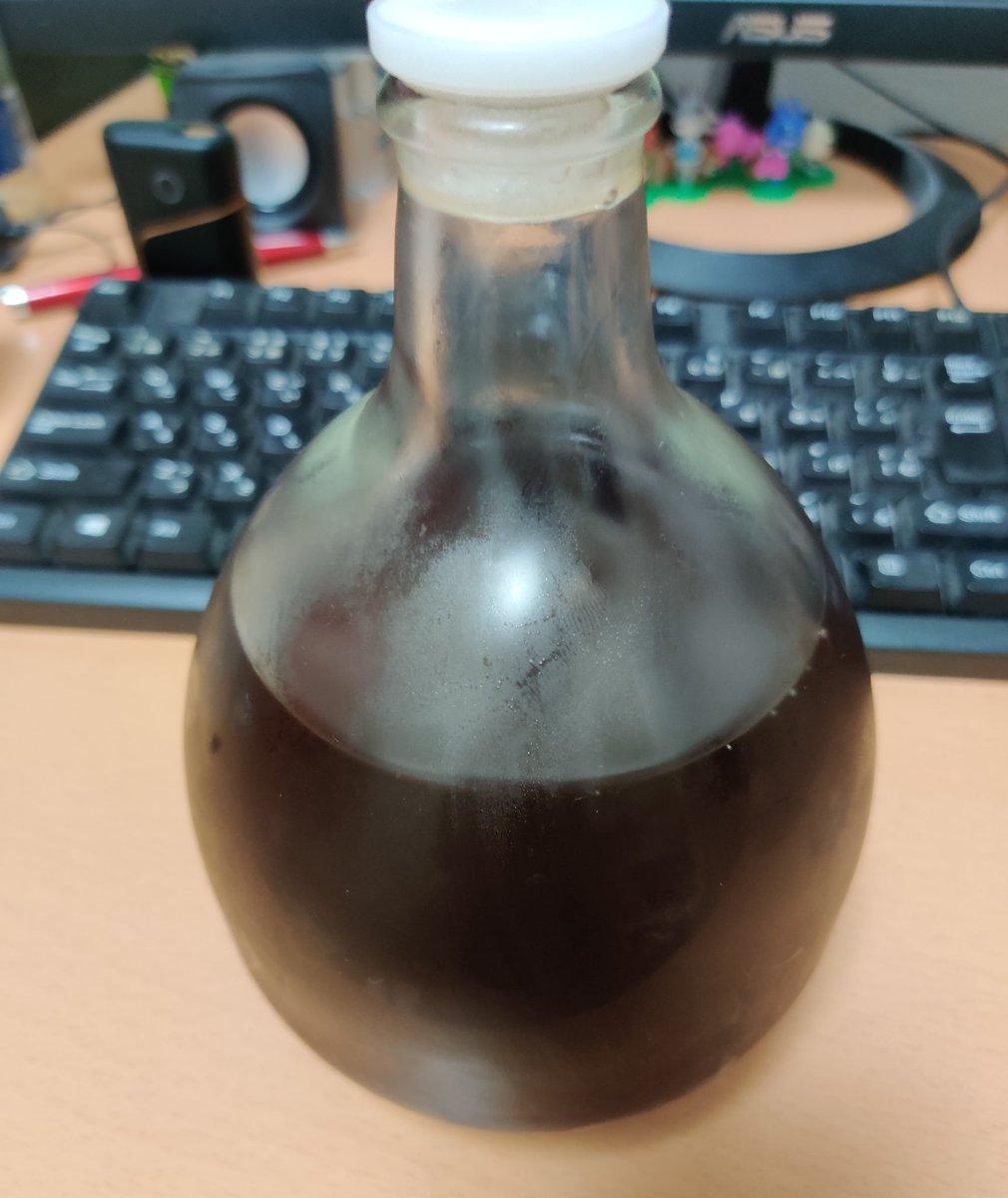test ツイッターメディア - 明利酒類の百年梅酒プレミアムの瓶で戴冠式ごっこして遊んでた https://t.co/62HPHCG5eu
