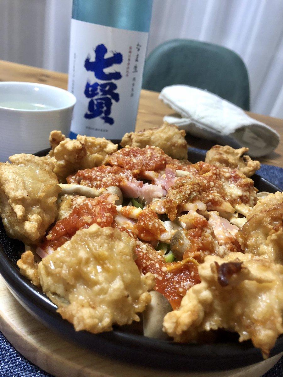 test ツイッターメディア - 何だかちょいと寝る気もなくなったので、一杯飲むことにしたが、近所の鶏肉屋で買った唐揚げを、とても不思議な料理にアレンジしている。日本酒は、夏っぽくていいよと言われた七賢。軽過ぎなくて素敵。 https://t.co/tGW2IwiOZa