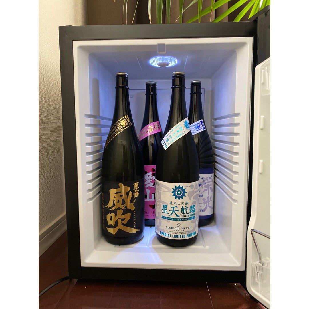 test ツイッターメディア - とうとう日本酒専用冷蔵庫を導入✨ 一升瓶4本と四合瓶1本入るし最高か! 期待を裏切らない栄光冨士が好きすぎる💕 #日本酒冷蔵庫 #栄光冨士 #続自粛生活 https://t.co/3plG4SeN4E